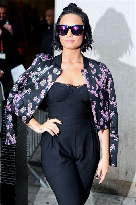 Which Demi Flawless Look Is Most Fab by Demi Lovato Look De Nota 10 La Cea Mai Recenta Aparitie