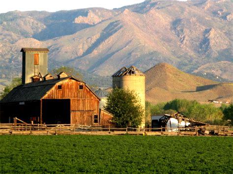 building a farmhouse farms building rustic farm barn vintage 3 wallpaper