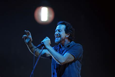 better pearl jam eddie vedder tries to prove that you can t find a better