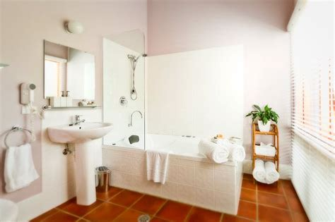 terracotta tiles bathroom 22 best images about salle de bain tomettes on pinterest