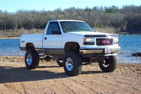 lifted white gmc white gmc lifted truck lifted chevy trucks pinterest
