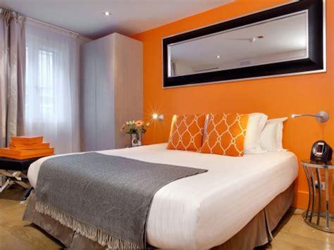 hotel avec dans la chambre bordeaux parfums et d 233 tente au boutique h 244 tel bordeaux homme lifestyle au masculin