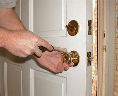 How To Change The Front Door Lock Hire The Best 24 Hour Locksmith Services In Henderson Nv