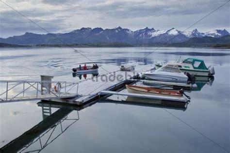 motorboot norwegen motorboote im hafen von straumsvika norwegen