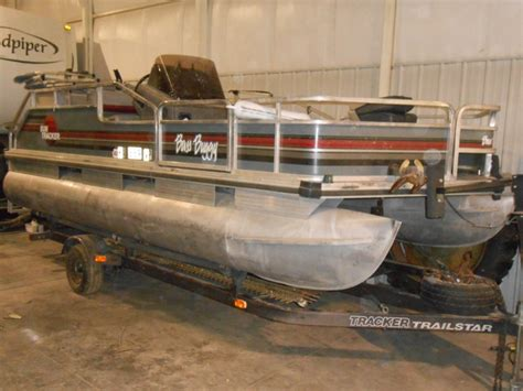 tracker boats clothing sold 1990 sun tracker bass buggy pontoon boat sold