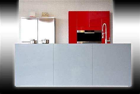 pinke einbauküche wohnzimmer streichen braun beige