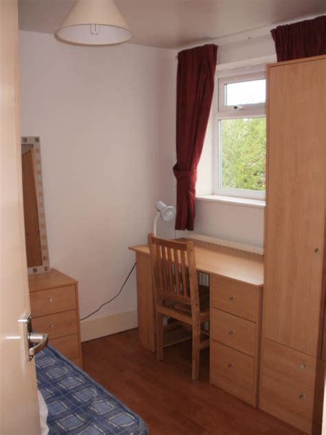 single room for rent furnished single room to let in 2bd flat on av now housing flatshare in oxford south east
