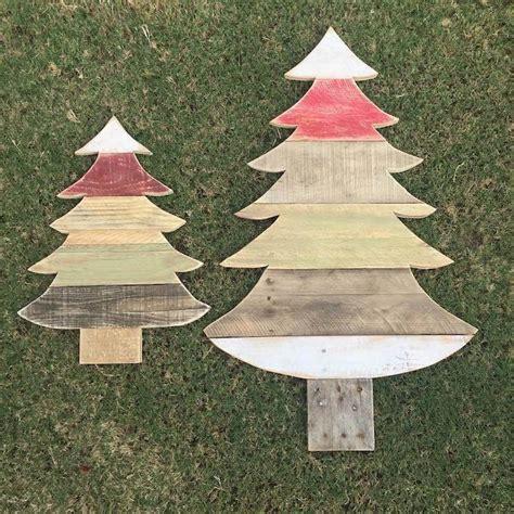 diy weihnachtsbaum aus paletten schafft fr 246 hliche stimmung