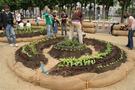 Keyhole Gardening by Keyhole Design Makes Sustainable Sense For Gardens St