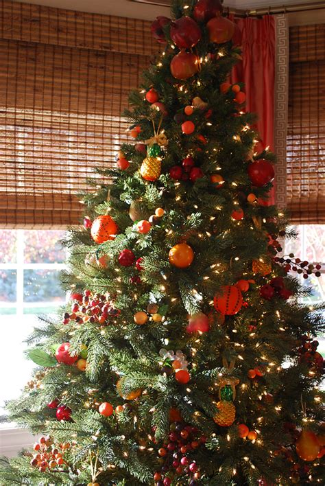 decorating christmas trees with berries williamsburg fruit tree tree decorating ideas