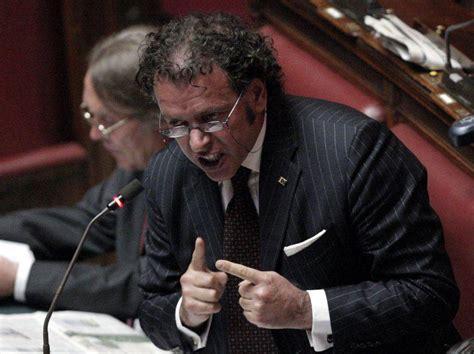 mutuo estera scandalo banche parlamento deputati e senatori hanno un