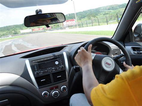 Tutorial Mengendarai Mobil Bagi Pemula | tips cara belajar mengemudi mobil bagi pemula tips