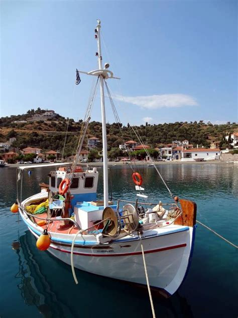 sailing dinghy greece saronic learn to sail in greece one stop sailing holidays