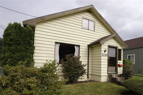 kurt cobain house nevermind the price nirvana legend kurt cobain s childhood home goes on sale nbc news