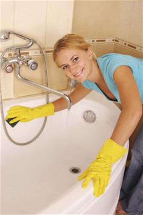 easiest way to clean bathtub the most efficient easiest way to clean your bathroom