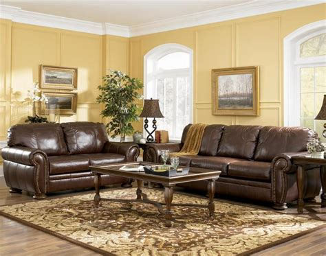 Leather In Living Room by Living Room Decorating Ideas With Brown Leather
