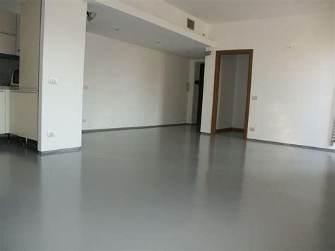 resina epossidica pavimenti pavimento in resina epossidica satinata enni color