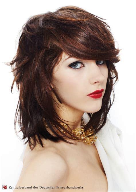 feminine style  hair  covers    forehead