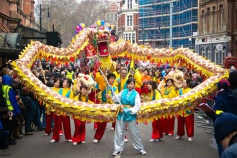 ktvu 2 new year parade new year s celebrations around the world and