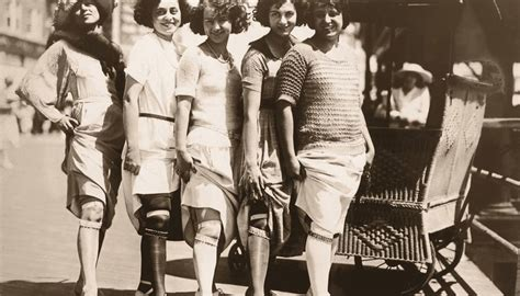 pictures of middle age flappers the postwar american attitudes of the 1920s synonym
