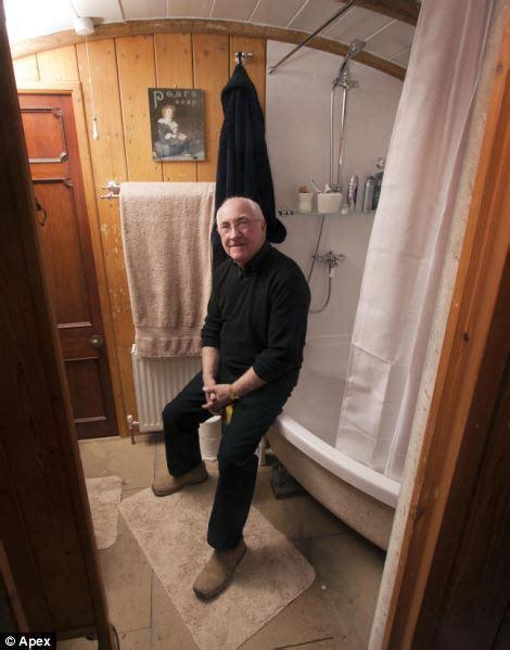 bathroom use control bdsm bungalow yang di bangun dari gerbong kuno di inggris