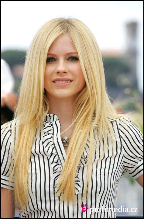 Avril Lavigne Thinks Is Weak by Avril Lavigne Hairstyle Easyhairstyler