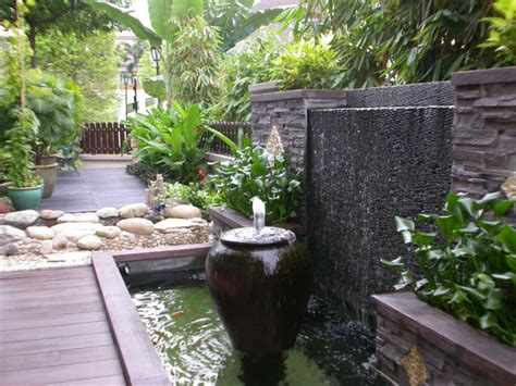 Balinese Gardens Ideas Really Like This Water Feature Bad We Don T A Wall Fish Ponds Water Features
