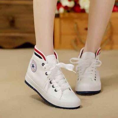 Sepatu Casual Pria Trendi Warna Biru 32 model sepatu wanita remaja terbaru masa kini model