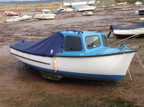 fishing boat engine fishing boat plymouth pilot 18ft plymouth pilot with