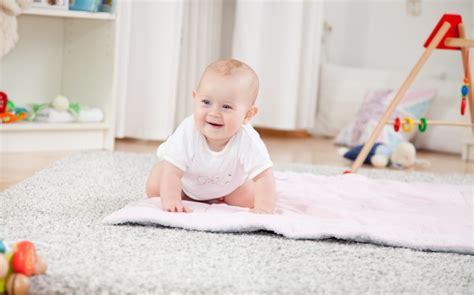 wann krabbeln kinder laufen lernen wann lernt mein baby laufen babyplaces