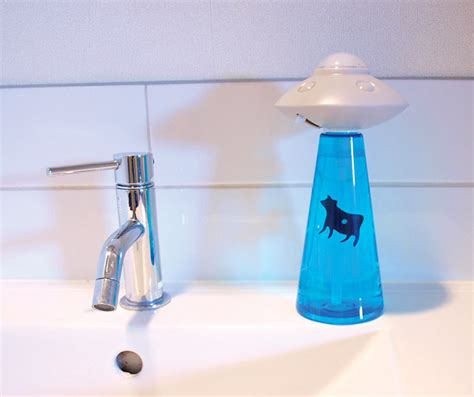 Dispenser Ufo clever abduction soap dispensers geekologie