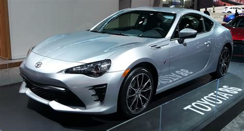 brz toyota 2017 subaru brz vs 2017 toyota 86 which one do you like