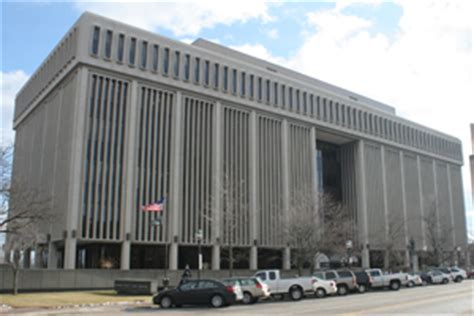 Macomb County Courts Records Macomb Court Evacuated Because Of Bomb Threat Michigan