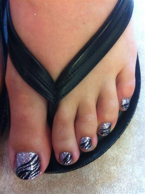 zebra pattern nails black zebra stripes on silver nailpolish i like this idea