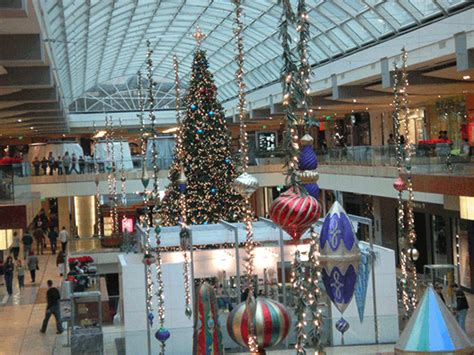 retail decorations when should retailers set up decorations and