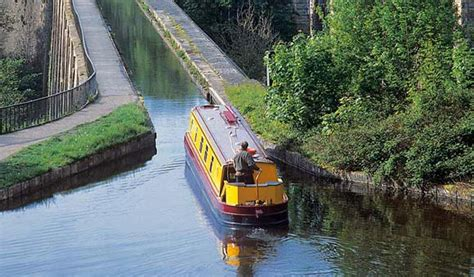 boating holidays england canal boat hire england uk uk boating holidays and holiday hire canal boats