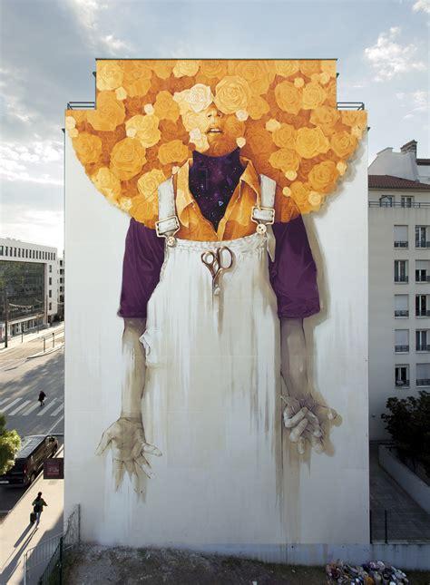 artista chileno pinta  colorido mural gigante en