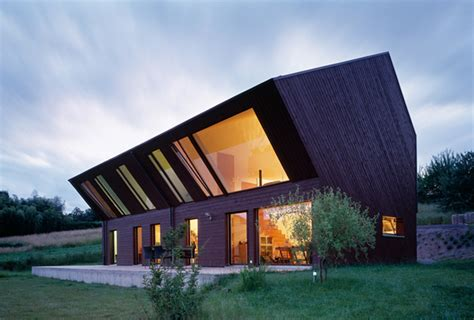 crooked house in the swiss countryside by fovea architects