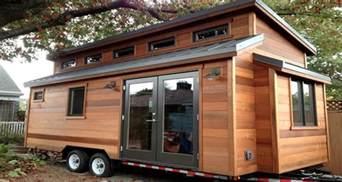 Deco Maison Pas Chere #2: tiny-house-la-petite-maison-en-bois-ecolo-et-pas-chere.jpg