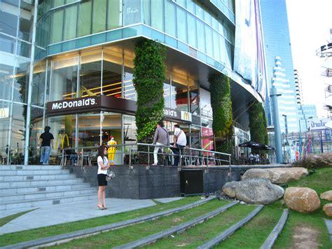 Gardens Mall Stores by Esplanade Shopping Mall Vertical Garden Blanc