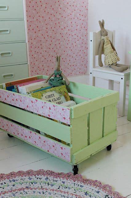 como decorar una caja para guardar juguetes decorar una caja de madera con papel pintado para guardar