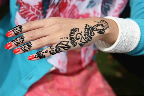 henna tattoos risks the dangers of black henna tattoos