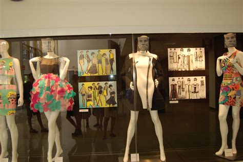 adventurous art teacher inspiration at fashion
