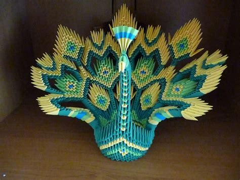 Peacock Origami - modular origami interestingasfuck