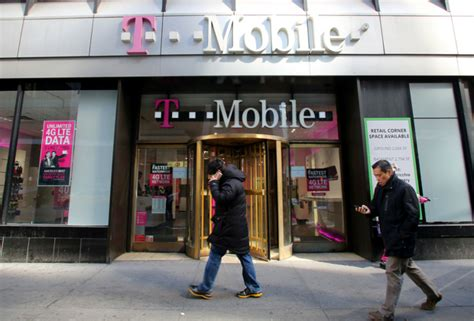 Tmobile Phone Number Lookup Scammers Mobile Phone Numbers To Swipe Your Funds