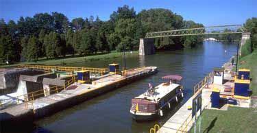 niagara falls boat rental houseboating down the erie canal great fun vacation