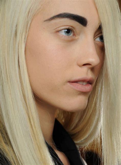 thick wiry eyebrow hair bruine of zwarte wenkbrauwen bij blond haar girlscene forum