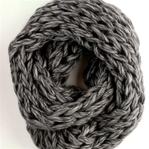 easy arm knitting arm knitting scarf7 wonderfuldiy