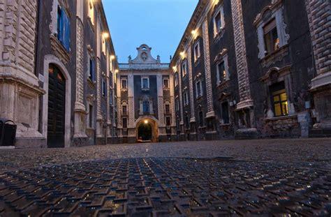 porte di catania come arrivare monumento barocco simbolo di catania 232 la porta uzeda