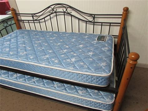 slumber up bed lot detail slumber party day bed with lower trundle bed